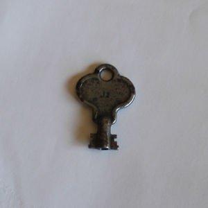 Antique Yale Padlock key #12.