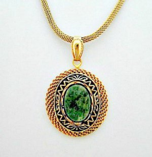 Green Stone Pendant on Mesh Chain Vintage Necklace