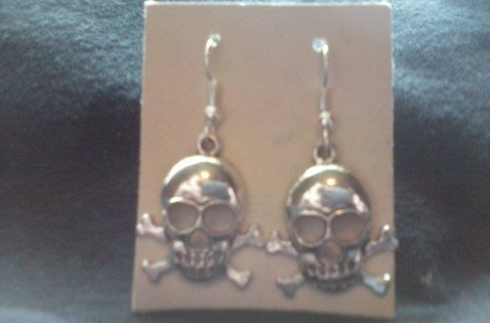 NEW Silver Tone Skull & Crossbone Drop Hook Ear Rings.