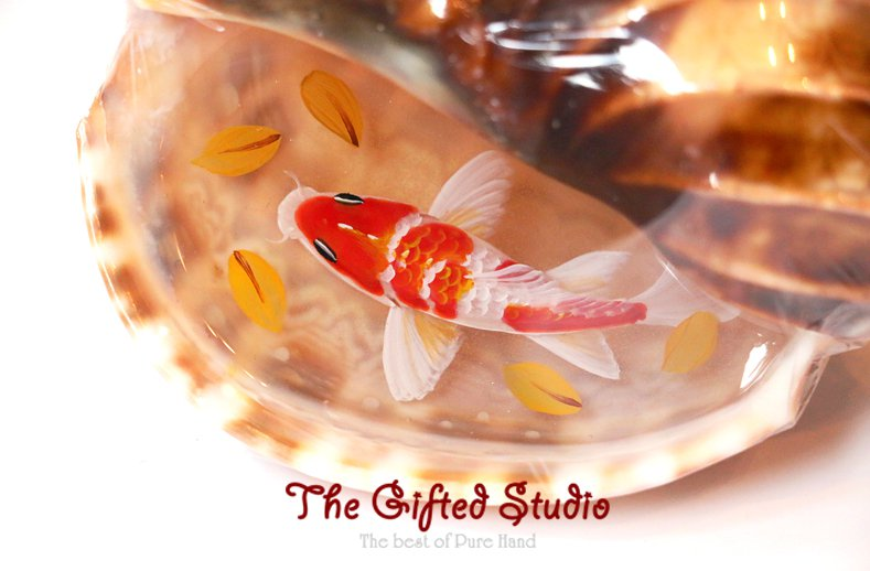 Red Koi in the trumpet shell resin painting