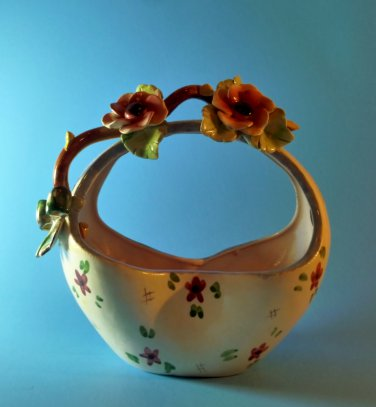 Antique L.E. Made in Italy Capodimonte Pinch Basket