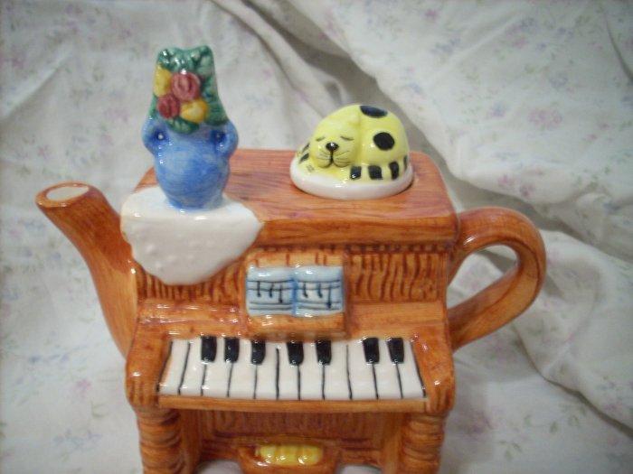 Decorative Ceramic Piano Teapot