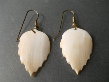Beautifully Carved Shell Dangle Leaf Style Earrings n257
