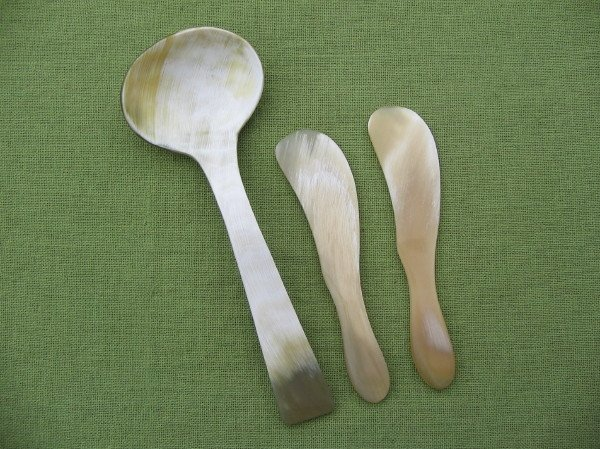DeNatura.  Cow Horn Serving Spoon and Two Spreaders