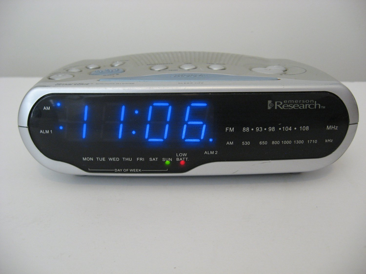 Emerson Research SmartSet Alarm Clock Radio AM/FM - SOLD!