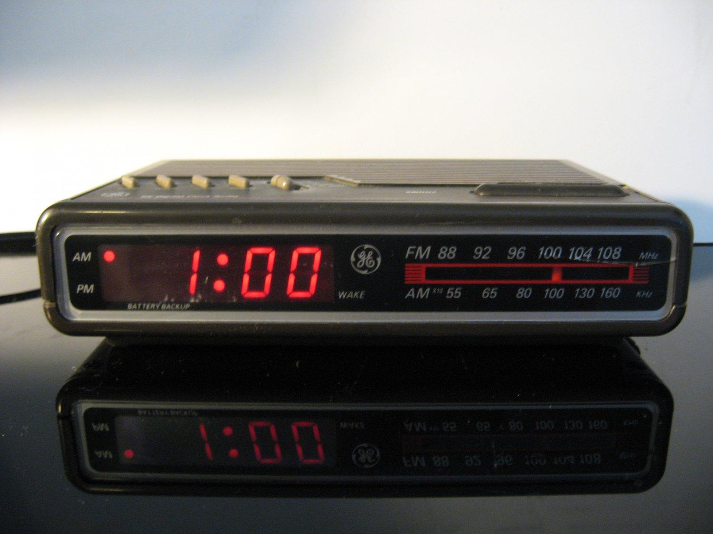 Vintage 1985 General Electric AM-FM Digital Alarm Clock Radio Model 7-4612B