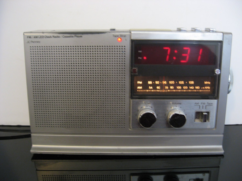 Vintage JC Penney FM/AM Clock Radio