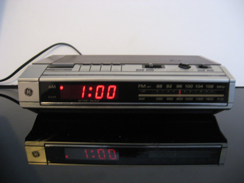 Vintage GE  Digital Alarm Clock Radio -  Woodgrain Finish