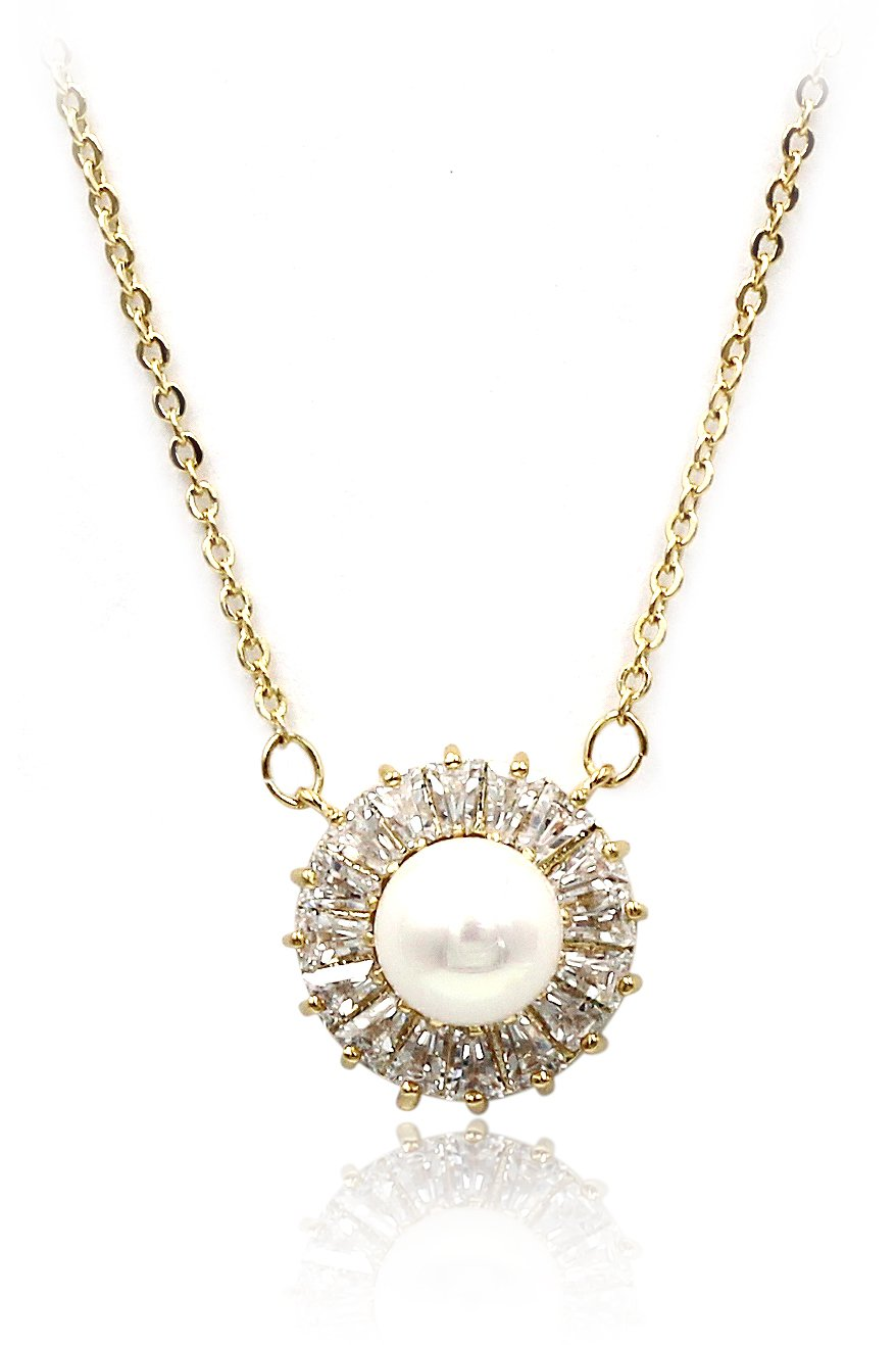 Lovely pearl crystal gold necklace