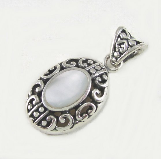 Vintage style Sterling Silver Mother of Pearl Pendant