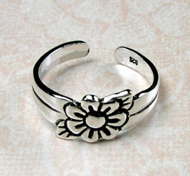 Cute Sterling Silver Toe Ring featuring a Daisy