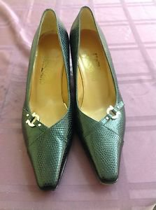 EUC Stamped  Leather Black Salvatore Ferragamo Pumps SZ 8.5 B