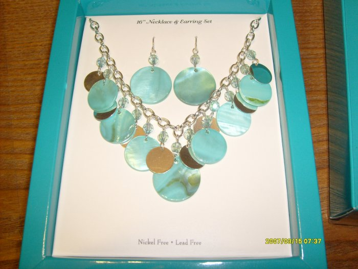 Beautiful Silver Chainlink Necklace & Earring Set w/Shell & Bead Accent