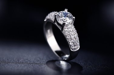 Exquisite S925 White Gold Plated Vintage 1.5 Carat Cubic Zirconia Ring For Women