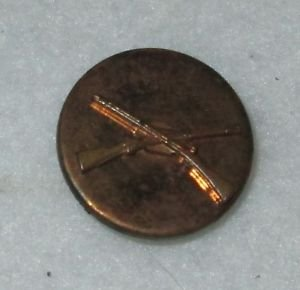CROSSED GUNS RIFLE MILITARY PIN