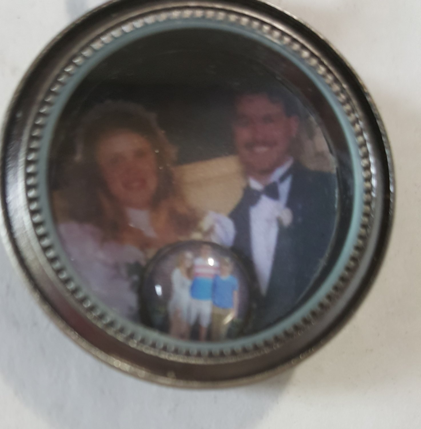 Photo locket with personalized magnetic insert and magnetic photo charm.