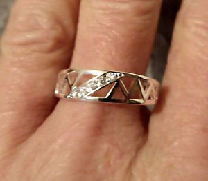 New Silver Plate ENGAGEMENT Ring Unisex sz 8 Triangle band Swavorski Crystalx5