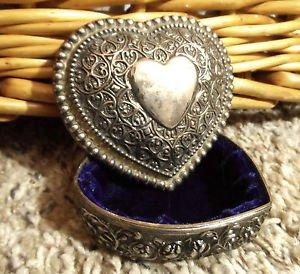 Decorative SILVERtone TRINKET Jewlery BOX Heart Shaped scroll design Felt lined