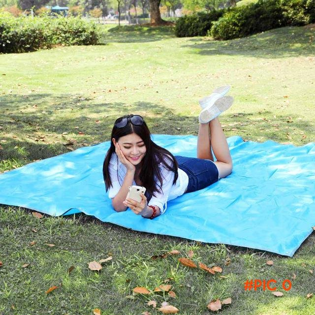 215 * 215cm Outdoor Moistureproof Foldable Camping Mat For Picnic Sand Free Mat Blanket Pa