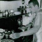 Raymond Burr cooking in kitchen. - 8x10 photo