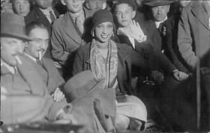 Josephine Baker waving.  - 8x10 photo