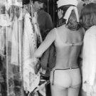 Paul McCartney in a store. - 8x10 photo