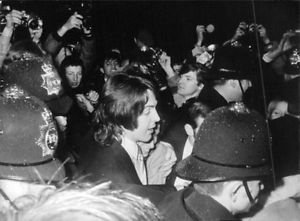 Paul McCartney and Linda  -Eastman surrounded by people. - 8x10 photo