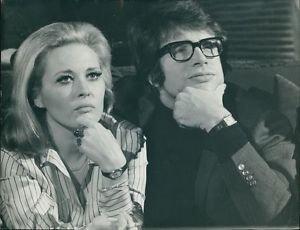 Warren Beatty with Faye Dunaway. - 8x10 photo