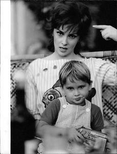 Gina Lollobrigida with child  pointing. - 8x10 photo