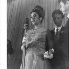 Elizabeth Taylor performing. - 8x10 photo