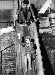 Sophia Loren sliding. - 8x10 photo