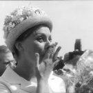 Sophia Loren looking surprised. - 8x10 photo