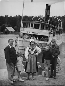 "Johan Jonatan ""Jussi"" Bjorling and Anna-Lisa Bjorling with family.  - 8x10 photo"