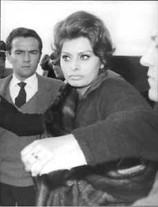 Sophia Loren among people.  - 8x10 photo