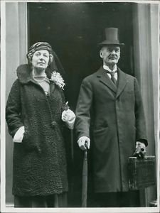 Arthur Neville Chamberlain and his wife - 8x10 photo