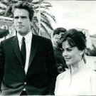 Natalie Wood with Warren Beatty. - 8x10 photo