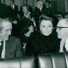 Sophia Loren sitting between Paul Newman and Carlo Ponti. - 8x10 photo