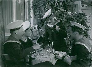 Hasse Ekman, Kotti Chave, Alf Kjellin, �ke Söderblom  and George Fant in the fil