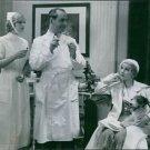 """A scene from the film """"En Stilla Flirt"""", with Tutta Rolf as Diddi and Ernst Eklu"""