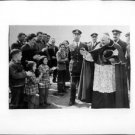 Pope John XXIII waving. - 8x10 photo