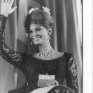 Sophia Loren waving. - 8x10 photo