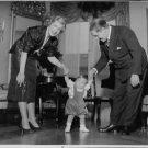 "Johan Jonatan ""Jussi"" Björling with his wife, holding his kid`s hands. - 8x10 ph"