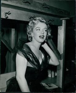 Marilyn Monroe presenting a sound recording award - 8x10 photo