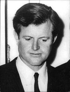 Portrait of Robert Kennedy - 8x10 photo