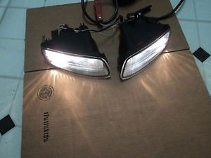 04 LEXUS ES300 FRONT BUMPER DRIVING FOG LIGHTS LEFT AND RIGHT OEM