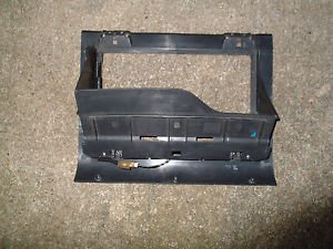 RANGE ROVER P38 GLOVE BOX INSERT LATCH AWR5608