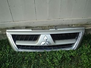 03 MITSUBISHI MONTERO LIMITED FULL SIZE FRONT RADIATOR GRILL BUMPER  GRILLE