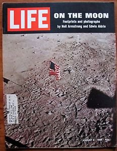 Life Magazine August 8, 1969 : Cover - On the moon : Apollo 11