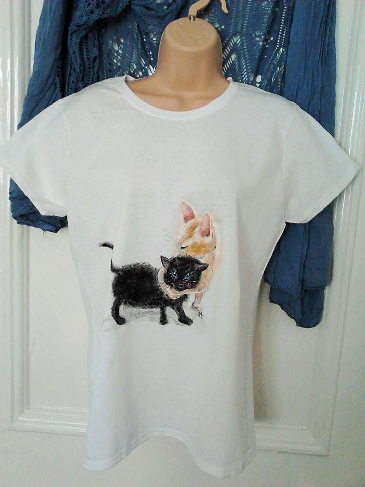 Cats painted T-shirt size 10