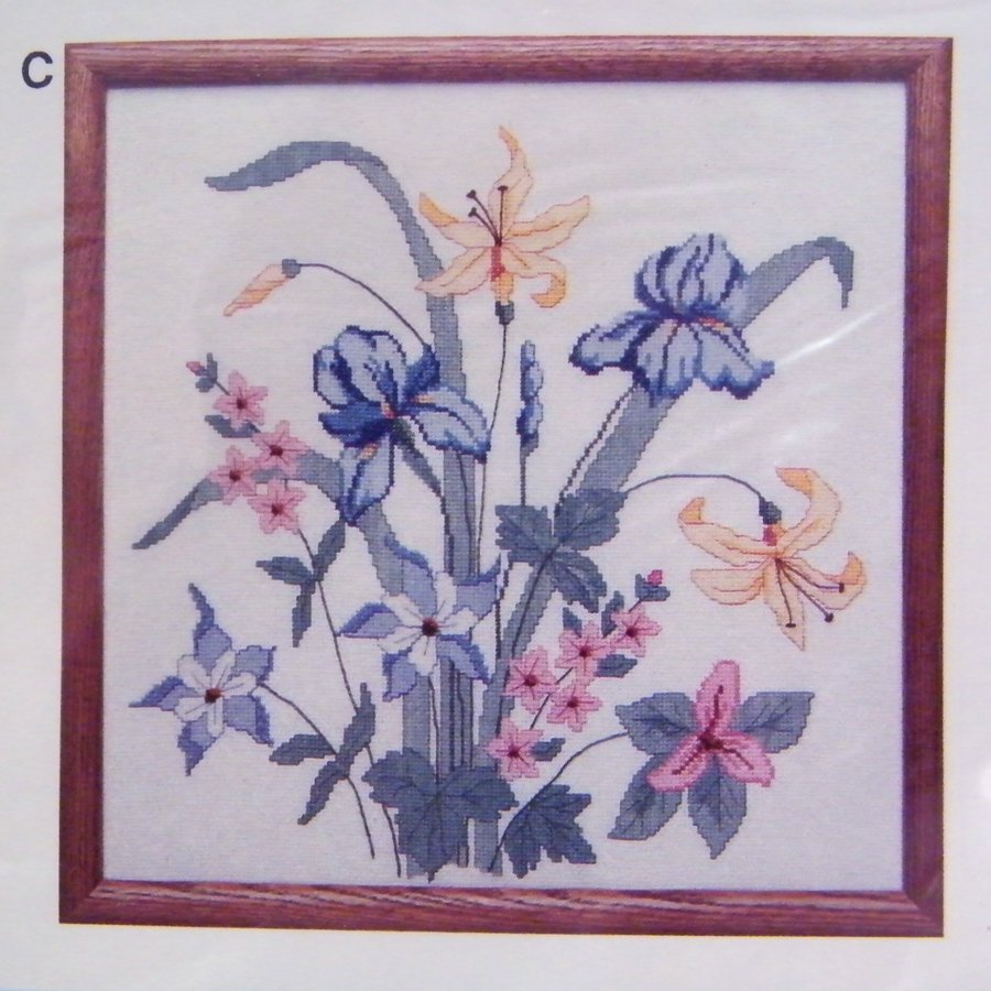 "Creative Circle IRIS FLORAL Cross Stitch Kit 18"" in 14-count Aida Cloth 0184"